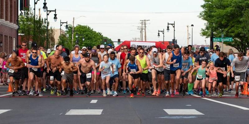 Get Your Rear in Gear Wichita 5k start