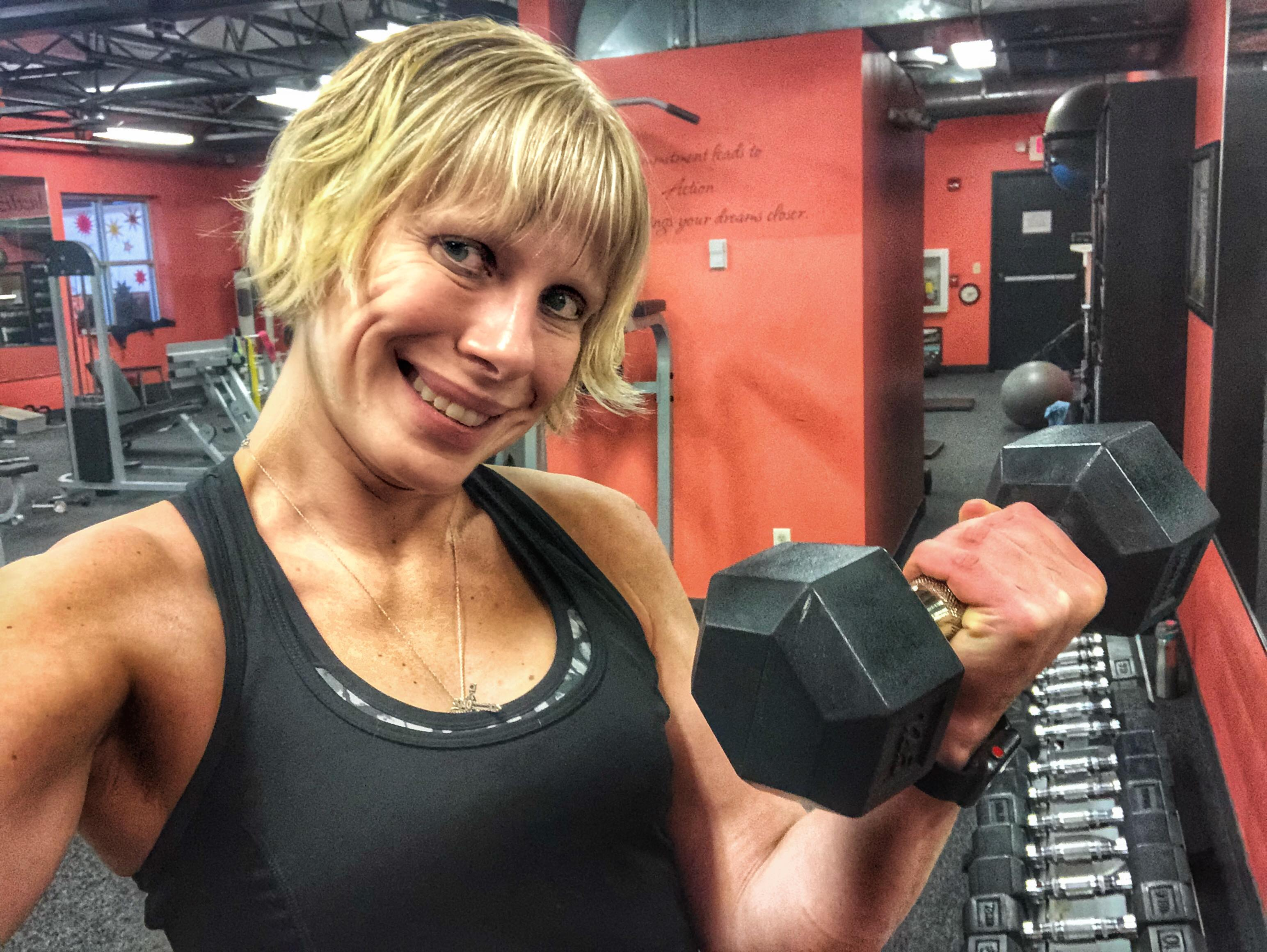 Sasha Denisova workout dumbbell